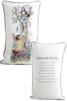 Siden Hakkebakkeskogen er årets tema i den nye barnehagen 😊 Nye, Kids Bedroom, Reusable Tote Bags, Throw Pillows, Toss Pillows, Cushions, Decorative Pillows, Decor Pillows, Kid Bedrooms