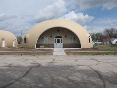 Image: Mudd-Puddle Dome On The Prairie — In about 7 months, Kay and Ernest Mudd of Dighton, Kansas have proudly shown their Monolithic Dome home and garage to 1000 visitors.