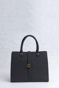 Τσάντα χειρός και ώμου μαύρη, δερμάτινη υφή. Μεγάλη κλασική και μοντέρνα για όλες τις ώρες. Bags, Fashion, Handbags, Moda, Fashion Styles, Fashion Illustrations, Bag, Totes, Hand Bags