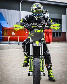 Enduro Motocross, Enduro Motorcycle, Moto Bike, Racing Motorcycles, Ducati Hypermotard, Dirt Bike Tattoo, Cool Dirt Bikes, Custom Street Bikes, Bike Leathers