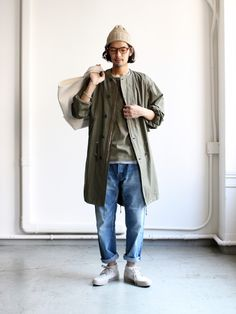 Pants for all types of events from casual, work, and events. Streetwear, Japan Men Fashion, Loose Pants Outfit, Moda Blog, Cool Outfits, Fashion Outfits, Monochrome Fashion, Androgynous Fashion, Japanese Street Fashion