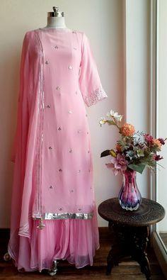 Beautiful Gota Patti motifs on Powder Pink Georgette Tunic with Neck Tie up and Tassels Pakistani Dresses, Indian Dresses, Indian Outfits, Kurta Designs Women, Blouse Designs, Indian Attire, Indian Wear, Indian Designer Outfits, Designer Dresses