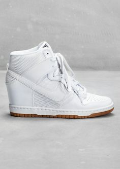 76bc337b7e34 Basket Femme 2017 Description NIKE This basketball-style hi-top sneaker has  a hidden wedge heel for a feminine yet sporty look. Details include a