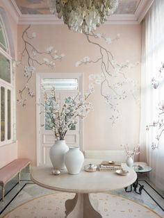 This Enchanting New Book Explores the Beauty of de Gournay Wallpaper | Vogue Hand Painted Wallpaper, Painting Wallpaper, Home Wallpaper, Painted Walls, De Gournay Wallpaper, Chinoiserie Wallpaper, Magnolia, Showroom, Canopy Design