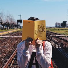 La energía fluye hacia donde va la atención 👉🏼 BE CURIOUS & TAKE NOTE 📔✏️ VincentCousteau.com.ar (link en bio) .  #notebook#curious#energy#energia#good#vibes#fluir#flow#color#amarillo#yellow#note#book#write#anotador#journal#focus#make#things#diary#project#explore#discover#try#explorar#descubrir