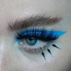 eye shadow and false lashes