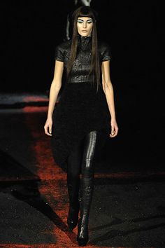 Alexander McQueen Fall 2007 Ready-to-Wear Fashion Show - Catherine McNeil (OUI)