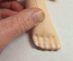 http://dollmakersjourney.com/nail_tutorial_3.jpg.Ver como se cose separación de dedos.