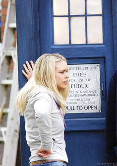 I just love candid on set photos like this. Just chillin' with the TARDIS, nbd. Billie is a lucky girl! :)