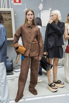 Jil Sander Spring 2019 Ready-to-wear backstage - Unisex Looks, Street Style Edgy, Fashion Details, Fashion Design, Minimal Fashion, Jil Sander, Fashion Outfits, Womens Fashion, Ready To Wear