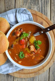 Przepis na strogonow drobiowy z papryką - MniamMniam.com Soup Recipes, Cooking Recipes, Sandwiches, Paleo, Food And Drink, Diet, Ethnic Recipes, Dinners, Recipies