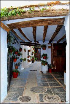 Lanjarón-Barrio Árabe del Hondillo: Portal de los Torres Lanjarón. Granada Spain