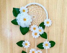 Items similar to Daisy Dreamcatcher – dream catcher – dreamcatcher – nursery decor – bedroom decor – flowers – baby shower – birthday – gift for her – flower on Etsy – Blumen Dekoration Felt Flowers, Crochet Flowers, Easy Paper Flowers, Dreamcatcher Crochet, Dream Catcher Nursery, Diy Bebe, Baby Shower Flowers, Birthday Gifts For Her, Diy Birthday