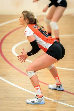 Volleyball Team Photos, Female Volleyball Players, Volleyball Outfits, Volleyball Shorts, Volleyball Gifts, Women Volleyball, Beach Volleyball, New Girl, Gymnastics Pictures