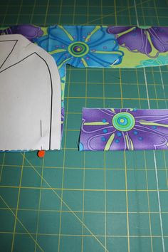 1 Choice 4 Quilting: Reversible Bag Tutorial featuring Ticklish by Me My Sister Designs Barn Quilt Designs, Quilting Designs, Quilting For Beginners, Beginner Quilting, Hobo Bag Patterns, Quilt Binding Tutorial, Sewing Projects For Beginners, Fun Projects, Sewing Leather