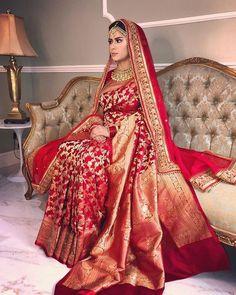 Bridal dresses in pakistan saree Trendy Ideas Bridal Dupatta, Indian Bridal Sarees, Designer Bridal Lehenga, Indian Bridal Outfits, Indian Bridal Fashion, Indian Fashion Dresses, Indian Bridal Wear, Indian Wear, Sabyasachi Sarees