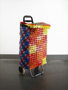 Bottle Top Shopping Trolley by Athanasios Babalis. Plastic Drink Bottles, Plastic Bottle Caps, Detergent Bottles, Shampoo Bottles, Recycling, Reuse Recycle, Recycle Things, Bottle Top Art, Recycled Crafts