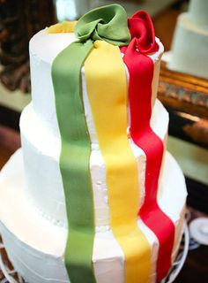 Red green gold cake