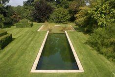 ¿Qué es una piscina ecológica? /  Anatxu Zabalbeascoa [http://blogs.elpais.com/del-tirador-a-la-ciudad/] @elpais_cultura   ¿Se imaginan salir de una piscina sin la piel reseca ni los ojos rojos? [...] ¿Se imaginan una piscina que apenas consume agua? ¿Que no la desperdicia? ¿Un lugar en el que se puede nadar en la misma agua durante años? ¿Una alberca que, como las antiguas balsas de riego podría servir para regar la vegetación? [...] la biotecnología las ha hecho posibles  #caserio