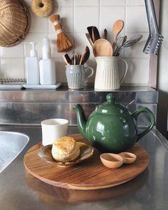 こだわりの『キッチン道具』特集♡毎日の暮らしをもっと楽しくしよう♪ | folk Kitchen Interior, Kitchen Plans, Kitchen Decor, Kitchen Decor Modern, Kitschy Kitchen, Kitchen Dining Room, Kitchen Dining, Home Kitchens, Kitchen Paint