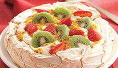 Torta de merengue e frutas