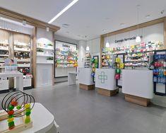 Farmacia Amodio - taller de farmacias. Diseño , proyectos y reformas de farmacias en Galicia, A Coruña, Pontevedra, Lugo, Orense. Clothing Store Displays, Modern Shop, Retail Design, Pharmacy, Interior Design, Kids Clothing, Furniture, Arch, Desk