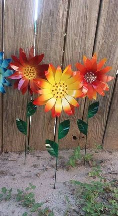 Your place to buy and sell all things handmade Diy Garden Projects, Diy Garden Decor, Garden Art, Crafty Projects, Metal Wall Flowers, Tin Can Flowers, Yard Art Crafts, Garden Stakes, Garden Fences