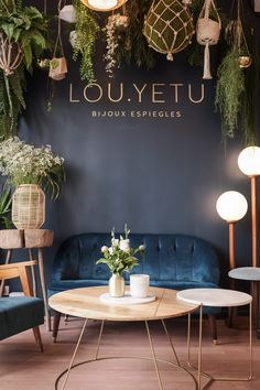 decor design restaurant decor Boutique of the LOU YETU brand. Radiant Heat : A Step To Add Comfort I Hair Salon Interior, Salon Interior Design, Restaurant Interior Design, Room Interior, Interior Design Living Room, Schönheitssalon Design, Cafe Design, Design Color, Design Ideas