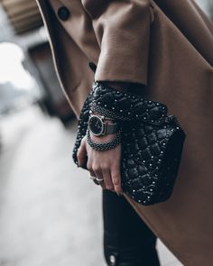 I'm in love with Valentino bags! Valentino Rockstud Bag, Valentino Bags, Fashion Week, Trendy Fashion, Fashion Outfits, Womens Fashion, Street Fashion, Fashion Beauty, Ysl