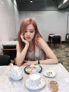 Black Pink Yes Please – BlackPink, the greatest Kpop girl group ever! Kim Jennie, Kpop Girl Groups, Kpop Girls, K Pop, Square Two, Foto Rose, Black Pink ジス, Ulzzang, 1 Rose
