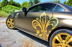 Matte Bond Gold Mercedes SLK car wrap with Embossed effects and chrome gold for Champagne Prié #Mercedes #gold #SLK #Avery #bruxsafol #embossed #carwrap #carwrapping #signaturewraps