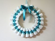 DIY: comment réaliser un Diaper Wreath, ou une couronne de couches