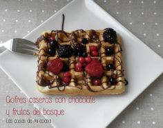 Gofres Caseros con chocolate y frutos del bosque // Homemade Waffles