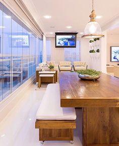 Varanda Gourmet clean, aconchegante e bela by Monise Rosa. Amei❣️ Me encontre também no @pontodecor {HI} Snap: 👻 hi.homeidea  www.bloghomeidea.com.br #bloghomeidea #olioliteam #arquitetura #ambiente #archdecor #archdesign #hi #cozinha #homestyle #home #homedecor #pontodecor #homedesign #photooftheday #love #interiordesign #interiores  #picoftheday #decoration #world  #lovedecor #architecture #archlovers #inspiration #project #regram #canalolioli #varandagourmet