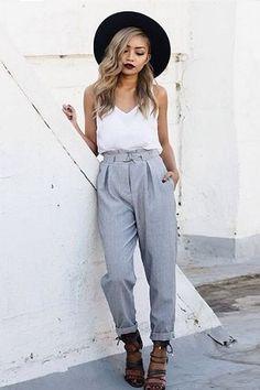 calça clochard vem forte para o verão 2017, seguindo a tendência das peças amplas.