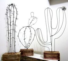 This pin is just a media cache, alas but super fun diy wire cactus. Sculptures Sur Fil, Wire Sculptures, Diy And Crafts, Arts And Crafts, Creation Deco, Ideias Diy, Home And Deco, Diy Projects To Try, Metal Art