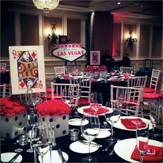 casino-prom-table-decor