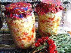 """Ингредиенты на 2,5 кг капусты (только зимней, я люблю использовать из зимних сортов только """"Слава"""") *3-5 шт перца сладкого (лучше зрелого - красного) , *2-3 шт моркови , *3-4 шт лука репчатого (люблю класть синий , он слаще и вкуснее белого), *40-50 г соли крупной (это 3 ст.л. по края – в столовой ложке по края 15 г), *0,5-0,7 стакана сахарного песка (4-5 ст.л.) , *100 г уксуса, 9 % (я кладу поменьше - ~ 2-3 ст.л.),"""