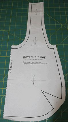 reversible bag tutorial pattern – My CMS Denim Bag Patterns, Hobo Bag Patterns, Sewing Patterns Free, Tote Pattern, Wallet Pattern, Pattern Fabric, Loom Patterns, White Patterns, Easy Sewing Projects