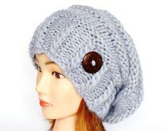 Slouchy beanie sombrero en mano gris luz de Mary por Johannahats