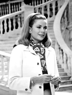 Princess Grace of Monaco (wearing a creation of Jacques Heim) photographed by Howell Conant in front of the marble staircase at the Palais Princier, Grace Kelly Mode, Grace Kelly Style, Viejo Hollywood, Old Hollywood, Classic Hollywood, Nicole Kidman, Princesa Grace Kelly, Monaco As, Camille Gottlieb