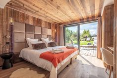 Chalet Largo - villa Chalet Largo Megeve | Isle Blue Mountain Home Exterior, Alpine Style, Shared Bathroom, Workout Rooms, Double Beds, Great Rooms, Luxury Homes, Sweet Home, 1