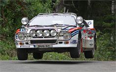 Lancia Rally 037 Der 037 war eigentlich keine Spezialentwicklung für den Rallyesport, Technik Papst Giorgio Pianta hatte vielmehr den Gruppe 5 homologierten und erfolgreich im Rennsport eingesetzten Lancia Beta Montecarlo auf die Belange des Rallyesportes umgerüstet. Bilanz: Sechs WM-Siege und die Markenweltmeisterschaft 1983.