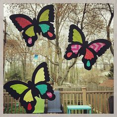 Stained glass isn't just pretty to look at — it can also let kids explore light and color. Insect Crafts, Dyi Crafts, Cute Crafts, Fall Crafts, Making Stained Glass, Stained Glass Art, Summer Crafts For Kids, Diy For Kids, Butterfly Crafts