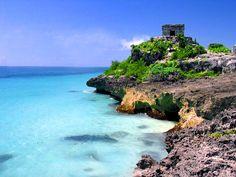 Quintana Roo, Tulum  Los mayas decían muchas cosas y sabían muchas más. El enorme conocimiento que tenían sobre el Universo continúa siendo un misterio, pero Tulum explica, muestra y descifra el porqué lo entendían tan bien. Una reserva natural donde las noches sólo se apoyan en las estrellas para iluminar y permite admirar el cielo desde una perspectiva milenaria. Sus playas paradisíacas fungen como yoga visual que se instala en la memoria para crear un recuerdo de armonía.