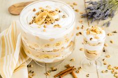 This Paleo banana pudding recipe won't leave you missing dairy products at all. With Paleo-friendly ingredients like coconut milk, this is going to be just as delicious, if not more delicious, then any old fashioned banana pudding recipe you've tried. Southern Banana Pudding, Homemade Banana Pudding, Banana Pudding Recipes, Paleo Dessert, Keto Desserts, Old Fashioned Banana Pudding, Southern Desserts, Eating Bananas, Gluten Free Sweets