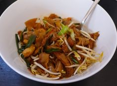 Char kway teow is probably my favourite noodle dish of all time. That's a big call because I am a BIG fan of any noodles, and rice noodles in particular. I'm lucky because my volunteering at Faresh...