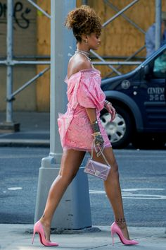 Pretty woman Rihanna!