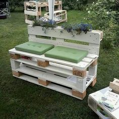 Recycling of pallet wooden furniture projects design 2019 - pallet ideas. Old Pallets, Pallets Garden, Wooden Pallets, Pallet Benches, Pallet Couch, Pallet Wood, Pallet Projects Signs, Pallet Ideas, Easy Projects
