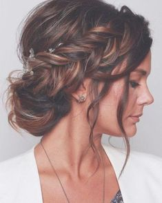 wedding hairstyles 2019 elegant royal bun with side braid and loose curls blushandmane We have collected wedding ideas based on the wedding fashion week. Look through our gallery of wedding hairstyles 2019 to be in trend! Loose Wedding Hair, Wedding Hair And Makeup, Wedding Nails, Wedding Guest Updo, Long Bridal Hair, Hair To The Side Wedding, Hair Styles Wedding Guest, Indian Wedding Hair, Simple Wedding Updo